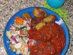 Gyros gehaktrolletjes in tomatensaus a la Sandra