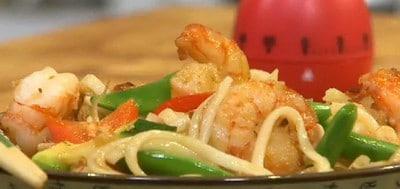 15-minuten-wokschotel-met-knoflookgamba's
