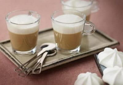 Koffiecustard met karamel melkschuim