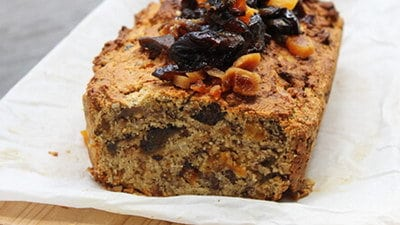 Amandel-quinoa cake met zuidvruchten