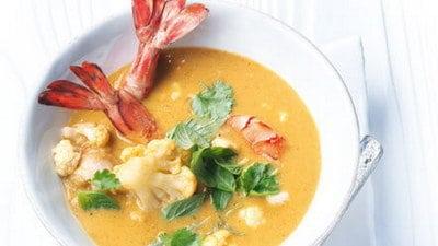 Rode curry met bloemkool en gamba's