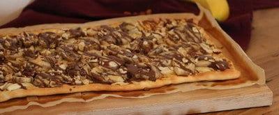 Bananen Flammkuchen met chocoladesaus