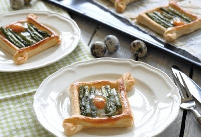 Bladerdeeg tartelettes met groene asperges en kwarteleitje