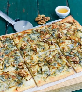 Pizza met appel en gorgonzola