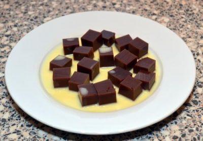 Agar-Agar Coklat Empat (Indonesische chocoladepudding)