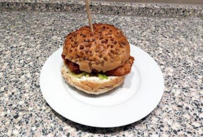 Broodje visschnitzel met komkommerpickles