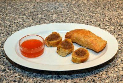 Indonesische saucijzenbroodjes