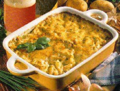 Aardappelschotel met ansjovis