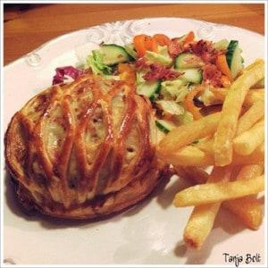 Angus Beef & Gruyère Burger in Bladerdeeg