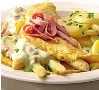 Aspergeomelet met ham en aardappels