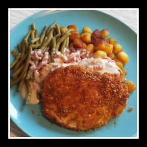 Kipschnitzel in een krokant jasje van Knabbel Bacon