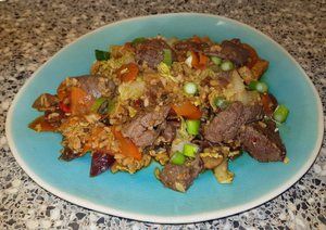 Biefstukpuntjes met Chinese groentemix en bloemkoolrijst a la Sandra