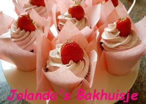 Chocolade cupcakes met aardbeien