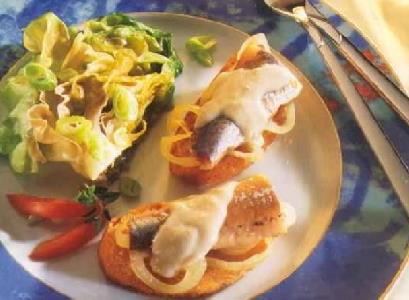 Ciabattabrood met nieuwe haring en muscadet-botersaus