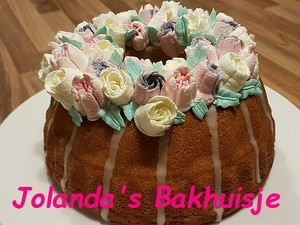 Citroencake met bloemetjes