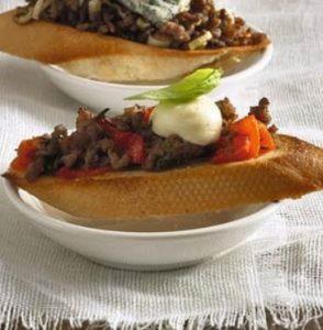 Crostini met paprika en mozzarella