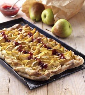 Flammkuchen met peren en veenbessenjam