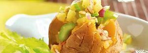 Gevulde aardappel met ananas en bleekselderij