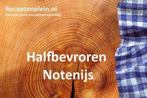 Halfbevroren Notenijs