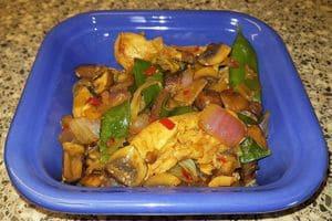 Kipfilethaasjes Teriyaki met champignons en wokgroente