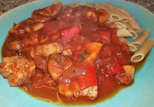 Pasta met varkenshaas in rode wijn- tomatensaus