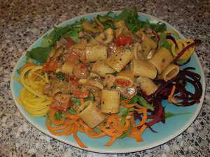Pasta (rigatoni) met gorgonzola, champignons, paprika en bacon