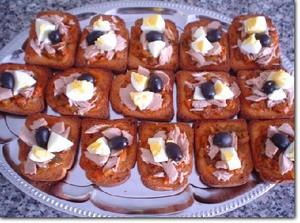 Toastjes met gegrilde salade