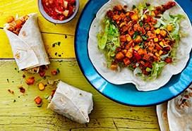 Groentenburrito's met vegetarisch gehakt en ananassalsa