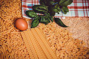 Gegratineerde pasta met kaassaus