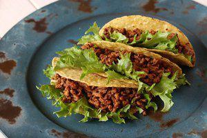 Taco's gevuld met pikante kip